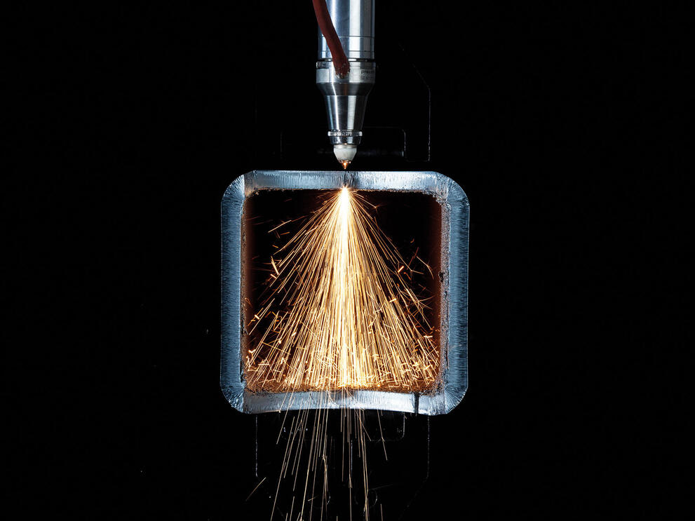 CO₂  and fiber laser technology